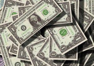 Salários estipulados em dólar